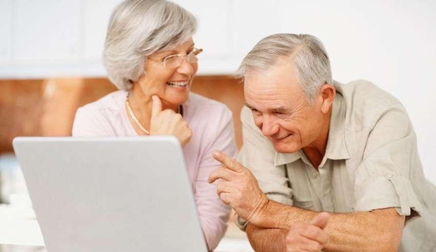 Как выбрать лучший ноутбук для пожилых людей в 2015 году